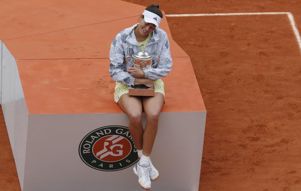 Tennis - French Open Women's Singles Final match - Roland Garros - Serena Williams of the U.S. vs  Garbine Muguruza of Spain- Paris, France - 04/06/16 Garbine Muguruza reacts with her trophy.   REUTERS/Gonzalo Fuentes  TPX IMAGES OF THE DAY